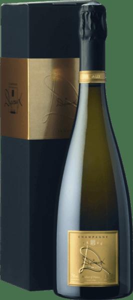 """Dieser außergewöhnliche La Cuvée """"D"""" Brut von Champagne Devauxist eine perfekt abgestimmte Komposition aus würzig, herbem Apfelkern, zarter Mirabelle, Banane und angenehmen Mandelblütenduft. Der Champagner wirkt zart und ausbalanciert mit stoffigem Extrakt, frischer Säure und balsamischen Mundgefühl.Die Selektion der besten Trauben des Pinot Noir und des Chardonnay wurde schon bei der Lese vorgenommen.Dieser Champagner spiegelt perfekte Reife und erstklassigen Geschmack wider. Genussfreude auf höchst stilvollem Niveau! Food Pairing / Speiseempfehlung für denLa Cuvée """"D"""" Brut vonChampagne Devaux Geniessen Sie ihn zum Avocadococktail mit Limetten und Garnelen oder zum Krabbenomlett mit Limettenschale. Auszeichnungen für denLa Cuvee """"D"""" Brut - Champagne DevauxMundus Vini 2015: GoldWeinwelt und Weinwirtschaft 2012: 89/100 Punkten"""