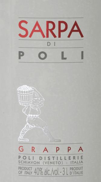 DerSarpa di Poli von Jacopo Poli ist ein kraftvoller Grappa aus den Trestern von Merlot (60%) und Cabernet Sauvignon (40%). Im Glas präsentiert sich dieser Grappa in einer klaren, transparenten Farbe. Das frische Bouquet wird von frischen Kräutern, gestoßener Minze und blumigen Akzenten nach Rosen und Geranien getragen. Am Gaumen ist dieser Grappa wundervoll kraftvoll mit rustikaler Persönlichkeit - sehr pur und ehrlich im Geschmack. Destillation des Jacopo Poli Grappa Sarpa di Poli Big Mama Der noch frische Trester wird traditionell in alten Kupferbrennkesseln destilliert. Nach dem Brennvorgang hat dieser Grappa noch 75 Vol%. Durch die Zugabe von destilliertem Wasser erreicht dieser Tresterbrand einen Alkoholgehalt von 40 Vol%. Danach ruht dieser Grappa für insgesamt 6 Monate in Edelstahltanks, um abschließend sanft filtriert auf die Flasche gefüllt zu werden. Servierempfehlung für den Big Mama Sarpa di Poli Jacopo Poli Grappa Genießen Sie diesen Grappa als Digestif nach einem schönen Menu, oder servieren Sie diesen bei etwa 10 bis 15 Grad Celsius einfach nur pur.
