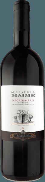 Der Masseria Maime Salento IGT von Tormaresca ist einer der Spitzenweine des Weingutes. Der Negroamaro Masseria Maime zeigt sich im Glas in intesiven Rubinrot, an der Nase florale Dufntoten von Rosen und Veilchen, frischem dunklen Obst wie Schwarzkirschen, Maulbeeren, gefolgt von würzigen Noten, welche an Lakritz Anis, Zimt und Nelken erinnern. Am Gaumen zeigt sich dieser herrliche Rotwein aus Apulien reich an Frucht, elegant mit ausgewogenenen, weiche und samtigen Tanninen. Der Abgang ist lang, dicht und nachhaltig. Vinifikation des Masseria Maime Salento IGT von Tormaresca Für diesen reinen Negroamaro werden die Trauben Ende September vollreif manuell gelesen. Nach der Pressung folgt die Mazeration und alkoholische Gärung auf den Schalen für einen Zeitraum von 15 Tagen bei kontrollierter Temperatur von 26° bis 28° C. Dabei werden die Schalen immer wieder sanft untergepumpt mit einer speziellen Technik, die es erlaub sehr schonend und gleichmäßig Farbe, Aromen und Gerbstoffe zu extrahieren. Nach dem Abzug von den Schalen wird der Wein umgehend in Barriques aus französischer Eiche umgefüllt, in denen die malolaktische Gärung und anschließend der Ausbau über 12 Monate stattfindet. Nach der Abfüllung reift der Wein noch weitere 18 Monate in der Flasche bevor er in den Verkauf kommt. Speiseempfehlung für den Tormaresca Masseria Maime Salento IGT Genießen Sie diesen feinen und fruchtigen Rotwein aus Apulien zu typischen regionalen Gerichten, Orecchiette mit geschmackvollen Hackfleischsoßen oder der traditionellen Zichorie, gegrilltem, roten und dunklem Fleisch, reife und würzigen Käsesorten. Auszeichnungen für den Masseria Maime Salento IGT von Tormaresca Gambero Rosso: 2 rote Gläser für 20123; 3 Gläser für 2012 Bibenda: 5 Trauben für 2013, 4 Traiben für 2011 Falstaff: 90 Punkte für 2013, 92 Punkte für 2011 Wine Enthusiast: 91 Punkte für 2012 Wine Spectator: 90 Punkte für 2012 James Suckling: 90 Punkte für 2012 Wine Advocate Robert M.Parker: 90 Punkte für 2012; 92 Punkt