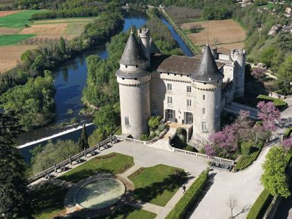Luftbild des Château Mercuès