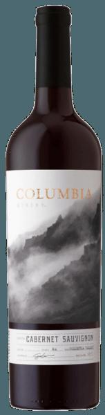 Der Cabernet Sauvignon von Columbia Winery offenbart sich im Glas in einem dunklen Violett mit den wunderbaren Aromen von Brombeeren, schwarzen Johannisbeeren, Kakao und einem Hauch Eichenholz.Dieser amerikanische Rotwein ist am Gaumen reichhaltig und vollmundig. Die Komplexität, gute Struktur und die geschmeidigen Tannine überzeugen bei jedem Schluck. Vinifikation des Columbia Winery Cabernet Sauvignon Diese Cuvée wird aus den Rebsorten Cabernet Sauvignon (75%), Mourvédre (8%), Syrah (7%), Merlot (7%), Cabernet Franc (2%) und Malbec (1%) vinifiziert.Nach der Leser wurden die Trauben für diesen Rotwein aus dem Columbia Valley entrappt und kalt mazeriert. Die Fermentation fand temperaturkontrolliert in Edelstahltanks statt, gefolgt von einer Reifung in Fässern aus amerikanischer und französischer Eiche. Speiseempfehlung für den Columbia Winery Cabernet Sauvignon Genießen Sie diesen trockenen Rotwein zu herzhaften Eintöpfen, gebratenem Fleisch, Braten oder Wild.
