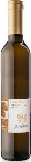 Der Gewürztraminer Spätlese Südtirol DOC von J. Hofstätter glänzt goldfarben im Glas und beeindruckt sofort mit enormen Intensität und Dichte an der Nase, mit vielschichtigen Aromen, die an exotische Früchte erinnern, Mango, Papaya, Anklänge von Litschi und Ananas. Am Gaumen begeistert das üppige Aromenspiel, die Eleganz und Balance zwischen Säure und Süße dieser Spätlese aus Tramin. Der Abgang beeindruckt durch seine Nachhaltigkeit und Aromen. Vinifikation des Gewürztraminer Spätlese Südtirol DOC von J.Hofstätter Die Trauben wachsen in den Weinbergen der Tenuta Hofstätter in Tramin auf Mergelböden. Die manuelle Lese der Trauben findet Ende November statt, die überreifen und besonders schmackhaften Trauben werden in kleinen Kisten gelegt.Im Weinkeller werden sie leicht gequetscht und anschliessend sanft gepresst. Nach der natürlichen Sedimentation und Klärung gärt der Most in kleinen Eichenholzfässern, gefolgt von 12 Monate Reifezeit im kleinen Holzfass und nach der Abfüllung weitere 6 Monate in der Flasche. Speiseempfehlung für den Gewürztraminer Spätlese Südtirol von J.Hofstätter Geniessen Sie diese üppige und aromatische Spätlese aus Südtirol als Dessertwein zu Trockenobst, Mürbeteiggebäck und geschmackvollen Kuchen, aber auch als idealen Begleiter zu reifen, würzigen Käse oder Edelschimmelkäse.
