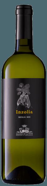 """Der Inzolia Sicilia DOC von Sallier de La Tour von Tasca d'Almerita zeigt sich in brillantem Strohgelb im Glas. Das Bukett beeindruckt mit sehr typischen sizilianischen Duftnoten von Orangenblüten und Mandeln, aber auch Wiesenblumen, Küchenkräuter und Melone. Am Gaumen ist der Inzolia frisch, fruchtig, vollmundig, von guter Struktur, mit zarter Mandelnote im langen Nachhall. Vinifikation des Inzolia Sicilia DOC vom Weingut Sallier de La Tour Die Trauben für diesen sizilianischen Weißwein aus 100% Inzolia wachsen in den Weinbergen von Monreale bei Palermo. Nach der manuellen Lese wird der Wein bei kontrollierter Temperatur in Edelstahltanks vergoren, eine malolaktische Gärung findet nicht statt. Anschließend reift der Wein vier Monate auf den Feinhefen bevor er in Flaschen abgefüllt wird. Inzolia ist eine """"wandernde"""" Rebsorte, die rund um das Mittelmeer Verbreitung gefunden hat, in Sizilien, Sardinien, auf den Inseln Elba und Giglio, wie immer von den seereisenden Griechen dorthin gebracht. Diese Rebsorte liebt warmes und luftiges Klima und ergibt, wenn rebsortenrein vinifiziert, körperreiche Weine, die auch gut einige Jahre der Lagerung vertragen. Sehr charakteristisch sind die typisch sizilianischen Aromen. Speiseempfehlung für den Inzolia von Sallier de La Tour Ein Weißwein aus Sizilien für viele Gelegenheiten, der auch wunderbar im Spätsommer zu genießen ist. Er paßt gut zu Fischvorspeisen, Pasta mit Meeresfrüchten oder auch einem Teller Spaghetti alla Carbonara, und Käse. Auszeichnungen für den Inzolia Sicilia DOC von Sallier de la Tour Gambero Rosso: 1 Glas für 2014"""