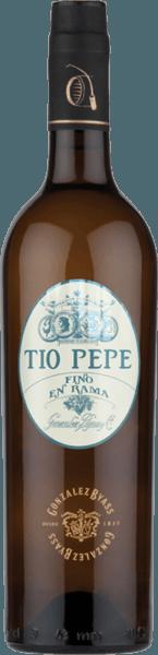 """Die Palomino Fino Trauben für den sortenreinen Tio Pepe en Rama von Gonzalez Byasswachsen im spanischen Weinanbaugebiet DO Jerez - ein wundervoll rassige und eleganter Sherry. Als Manuel Martia Gonzáles seine erste Bodega 1835 übernahm, stand ihm sein Onkel José als erfahrener Sherry-Kenner zur Seite. Onkel José - also Tio Pepe - gab Manuel so manchen Rat zur Herstellung eleganter Finos. Ihm zu Ehren wurde der heute der Sherry """"Tio Pepe"""" getauft. Mit einer hellgoldenen Farbe und strohgelben Glanzlichtern präsentiert sich dieser Wein im Glas. Das filigrane Bouquet offenbart zu nächsten Noten nach feinen Kräutern (besonders Liebstöckel), Mandeln und Haselnüsse. Nach und nach gesellen sich Aromen nach saftigen Äpfeln und mineralische Anklänge nach gerösteten Salzmandeln dazu. Am Gaumen ist dieser Sherry wundervoll trocken mit einer rassigen, sehr gut eingebundenen Säure Auch die Aromen der Nase spiegeln sich wider und werden von einer Brise Meersalz begleitet. Mit einer eleganten Frische gleitet derTio Pepe en Rama in das lange, fein-salzige Finale über. Vinifikation desTio Pepe Gonzalez Byass en Rama Nach der sorgsamen Lese der Palomino Fino Trauben, wird das Lesegut im Weinkeller von Gonzalez Byass vollständig entrappt und sanft gepresst. Bei niedrigen Temperaturen wird dieser Sherry vergoren und anschließend auf ein 15 bis 15,5 Volumenprozent aufgespritet und in Eichenholzfässer (600 bis 650 Liter) aus amerikanischer Eiche gelegt. Abschließend reift diesersortenreine Palomino Fino für 48 Monate nach der klassischen Methode des Weingutes in dem bewährten Solerasystem. Speiseempfehlung für den en Rama Tio Pepe Byass Dieser trockene Sherry ist gut gekühlt ein einladender Aperitif. Aber auch zu kleinen Snacks - wie gesalzene Mandeln und grünen Oliven -, allerlei Tapas-Variationen oder zu gebeiztem Lachs passt dieser Sherry hervorragend. Auszeichnung für denGonzalez Byass en Rama Tio Pepe Guia Penin: 96 Punkte Wine Spectator: 90 Punkte (Edition 2017)"""