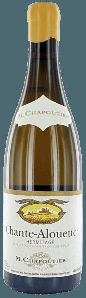 Der Chante Alouette Hermitage AOC blanc von M.Chapoutier zeigt sich von goldgelber Farbe mit grünlichen Reflexen im Glas. An der Nase offenbart sich ein komplexes Bukett mit Aromen von Quitte, Honig, Akazienblüte und feinen würzigen Noten, welches sich am Gaumen beeindruckend weich und kraftvoll fortsetzt. Im Finale ist dieser elegante Weißwein von der nördlichen Rhone lang, weich und ausdrucksstark. Vinifikation des Chante Alouette Hermitage AOC blanc von M.Chapoutier Das Weinbaugebiet Hermitage liegt an der nördlichen Rhone, die Reben wachsen auf Böden, die vorwiegend aus Granit-Quarzsand bestehen und mit Gneis und Glimmerschiefer bedeckt sind. Die gesamte Rebfläche umfasst 136 Hektar. Klimatisch befindet man sich hier schon im EInzugsgebiet des Mittelmeeres, die südliche Ausrichtung des Hermitage schütz die Rebgärten vor den kalten Nordwinden. Der Chante Alouette von M.Chapoutier wird biodynamisch erzeugt aus 100% Marsanne-Trauben, einer heimischen Rebsorte im Rhone-Tal. Nach der selektiven Handlese werden die Marsanne-Trauben schonend gepreßt, ein viertel des Mostes wird temperaturkontrolliert in neuen Holzfässern vergoren, dreiviertel in Edelstahltanks. Food pairing für den Chante Alouette Hermitage von M.Chapoutier Dieser weiche und kraftvolle französische Weißwein passt hervorragend zu gebratenem und gegrilltem Fleisch und Fisch, zu Pasta mit geschmackvollen Sossen, Currygerichte und reifen französischen Käse. Prämierungen The Wine Advocate Robert M. Parker 93 Punkte, Jhg. 2013Wine Spectator 95 Punkte, Jhg. 2010