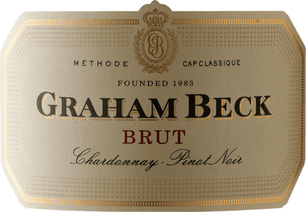 Der Cap Classique Brut von Graham Beck Wines funkelt im Glas in einem Goldgelb und präsentiert sich mit einer feinen Perlage. Sein Bouquet entfaltet die Aromen frischer Zitrusfrüchte gepaart mit feinen Briochenoten. Dieser südafrikanische Schaumwein ist am Gaumen komplex, cremig und durch seine feine Mousse frisch und finessenreich. Der Chardonnay verleiht ihm die Frische und Eleganz, der Pinot Noir sorgt für die Komplexität. Vinifikation des Graham Beck Cap Classique Brut Der Cap Classique Brut wird nach der Methode Cap Classique hergestellt. Dieser Begriff etablierte sich 1992 in Südafrika um lokalen, nach der Champagnermethode hergestellte Schaumweine zu bezeichnen, da die Bezeichnung Champagner geschützt ist und nur für Schaumwein aus der Champagne verwendet werden darf. Die Trauben der beiden verwendeten Rebsorten Chardonnay und Pinot Noir wurden handverlesen und einzeln fermentiert. Anschließend erfolgen die Auffüllung mit Reservewein, Abfüllung und die Hefekontaktzeit von 15-18 Monaten vor der Degorgierung. Speiseempfehlung für den Graham Beck Brut Genießen Sie diesen Schaumwein als Aperitif, zu leichten Desserts oder Zwiebelkuchen. Auszeichnungen für den Cap Classique Brut von Graham Beck Wines John Platter: 4 Sterne