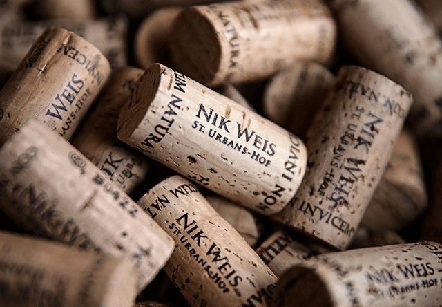 Das Weingut Nik Weis St. Urbans Hof von der Mosel