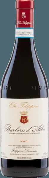 Die tiefrote Farbe des Barbera d'Alba Nuela von Elio Filippino gleicht der eines strahlenden Rubins. Ein ausdrucksstarkes Bouquet nach reifen Früchten (Sauerkirschen, Pflaumen), ergänzt um leicht würzige Noten, umspielt die Nase. Am vollen und ausgewogenen Gaumen überzeugt dieser italienische Rotwein mit erfrischender Säure, reifer Frucht und gut integriertem Tanninen. Ein langer Nachhall mit Anklängen nach Vanille rundet die Persönlichkeit perfekt ab. Speiseempfehlung für denFilippino Barbera d'Alba Nuela Dieser trockene Rotwein aus Italien passt ausgezeichnet zu dem berühmten piemonteser Gericht Bagna Caoda (warme Sauce, ähnlich einer Fonduesauce), zu Fleischgerichten wie Bollito Misto (gekochtem Fleisch) und reifen Käsesorten.