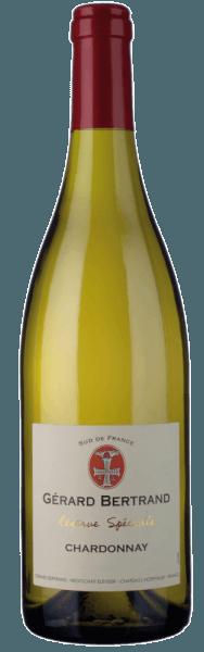 Der Réserve Spéciale Chardonnay von Gérard Bertrand glänzt im Glas in einem hellen Strohgelb und verführt mit seinem vielschichtigen Bouquet. Dieses enthüllt die köstlichen Aromen von Golden Delicious Äpfeln, Birnen, Nektarinen und Bananen. Abgerundet werden diesen Fruchtnoten von Zitrus und getrockneten Kräutern mit einem Hauch Eichenholz. Dieser Weißwein aus Südfrankfreich ist am Gaumen weich und kraftvoll mit einer harmonischen Balance von Fruchtaromen, lebhafter Säure und den feinen, würzigen Noten von Eiche. Dieser vollmundige Chardonnay ist bis in sein langes Finale kräftig und elegant mit einem saftigen Nachhall, der an frische Grapefruits erinnert. Vinifikation für den Gérard Bertrand Réserve Spéciale Chardonnay Die Trauben für diesen reinsortigen Chardonnay wurden Hand gelesen, schonend gepresst und bei kontrollierten Temperaturen kühl vergoren. Nach der abgeschlossenen Gärung wird ein Teil des Weines für 4 Monate in Barriques ausgebaut, der andere Teil reift in Edelstahltanks. Beide Partien werden vor der Abfüllung cuvéetiert und leicht geklärt und danach für einige Monate in der Flasche verfeinert. Speiseempfehlung für den Gérard Bertrand Réserve Spéciale Chardonnay Genießen Sie diesen trockenen Weißwein zu sautierten Jakobsmuscheln, Meeresfrüchten, Fisch und Geflügel oder zu mildem Ziegenkäse.
