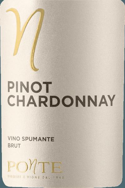 Der Pinot Chardonnay Brut von Ponte Viticoltori kommt mit einem hellem Gelb und grünlichen Reflexionen ins Glas. Sein Bouquet Duft ist floral mit delikaten, fruchtigen Aromen, die an Zitronenschale, Orangeblüte und einen Hauch Wacholderblüten erinnern. Der Gaumen des Ponte Pinot Chardonnay zeigt sich frisch und kraftvoll. Im Abgang ist dieser Spumante aus Norditalien sehr lebhaft und von einem langem Nachhall bestimmt. Vinifikation des Ponte Pinot Chardonnay Dieser Spumante von Ponte würde zu 40% aus Chardonnay und zu 60% aus Pinot Bianco, also Weißburgunder, vinifiziert. Die Grundweine werden im optimalen Verhältnis zueinander abgestimmt und der Spumante im Charmat-Verfahren erzeugt. Speiseempfehlung für den Pinot Chardonnay Brut von Ponte Viticoltori Dieser Pinot Chardonnay Brut von Ponte aus Venetien passt ausgezeichnet als Aperitif und zu leichten Gerichten mit hellem Fleisch.