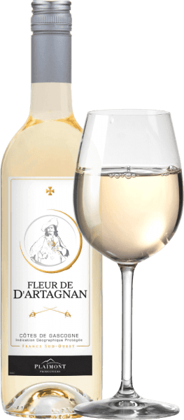 Der Fleur de d'Artagnan Blanc Côtes de Gascogne von Plaimont ist ein frischer Weißwein aus der Gascogne in Südfrankreich, der mit seinen herrlichen Zitrusaromen und floralen Anklängen die Nase umschmeichelt. Nuancen von gelbem Kernobst wie Äpfel und Birnen aber auch zarte Kräuternuancen nach Zitronenmelisse ergänzen das Bouquet des Fleur de d'Artagnan Blanc. Am Gaumen begeistert die weiße Fleur de d'Artagnan Cuvée mit feiner Balance zwischen lebendiger Fruchtsäure und einer delikaten Restsüße, die diesem französischen Weißwein einen perfekten Trinkfluss verleiht. Ein wunderbar unkomplizenter Weißwein für 1.000 Gelegenheiten. Vinifikation des Fleur de d'Artagnan Blanc von Plaimont Diese Weißweincuvée wird zu 80% aus Colombard und zu 20% aus Ugni Blanc vinifiziert. Die Trauben stammen dabei aus Weinbergen in Gers, dem Herzen der Gascogne. Die Trauben werden nach der Lese entrappt, angepresst und der Most nach einer kurzen Standzeit sanft abgepresst. Die Gärung findet anschließend mit Reinzuchthefen temperaturkontrolliert im Edelstahltank statt, was dem Wein seine Frische und Fruchtigkeit verleiht. Die Weinserie Fleur de d'Artagnan der Kellerei Plaimont umfasst Weine von außerordentlicher Frische, Klarheit und Fruchtigkeit mit einem ehrlichen Rebsortencharakter. Dabei setzt man vor allem auf regionale Rebsorten. Die temperamentvollen Weine setzen dem berühmten Musketier d'Artagnan, dessen Bildnis das Etikett ziert, ein beeindruckendes Denkmal. Speiseempfehlung für den Fleur de d'Artagnan Blanc Genießen Sie diesen trockenen Weißwein aus der Gascogne zu knackigen Salaten, leichten Fischgerichten oder zu Spargel.