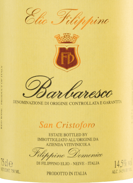 Im Glas schimmert derSan Cristoforo Barbaresco DOCG von Elio Filippino in einem kräftigen Granatrot mit orangefarbenen Highlights. Dieser reinsortige Rotwein offenbart ausdrucksstarke Aromen nach reifen Himbeeren und saftigen Trauben - untermalt von feinen Anklängen nach Zartbitterschokolade und Lakritz. Am Gaumen präsentiert sich dieser italienische Wein mit einer beeindruckenden Eleganz, die von einem kraftvollen Körper gestützt wird. Die Tannine sind perfekt eingebunden und begleiten in den lang anhaltenden Nachhall. Vinifikation desElio FilippinoSan Cristoforo Barbaresco Sorgsam von Hand werden die Nebbiolo Trauben gelesen. Anschließend wird das Lesegut im Weinkeller vonElio Filippino sorgfältig selektiert und eingemaischt. Die daraus entstandene Maische wird im großen Holzfass bei kontrollierter Temperatur vergoren. Anschließend reift dieser Wein für insgesamt 24 Monate in großen Holzfässern aus slawonischer Eiche. Speiseempfehlung für denBarbarescoElio FilippinoSanCristoforo Genießen Sie diesen trockenen Rotwein aus Italien zu gefüllten Nudeln in kräftiger Sauce, zu Rostbraten mit Zwiebeln oder auch zu reifem, cremigen Käsesorten, wie Blauschimmelkäse.