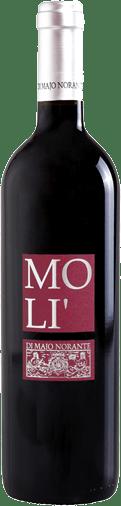 Der Molí Rosso Terre degli Osci IGT von Di Majo Norante zeigt ein herrliches Rubinrot und begeistert in der Nase mit seinem frisch-fruchtigen Aromen von Waldfrüchten. Am Gaumen ist dieser Rotwein aus dem Molise vollmundig, kräftig, dabei aber nicht überladen, im Abgang eine leichte Zartbitternote. Vinifikation des Molí Rosso Terre degli Osci von Di Majo Norante Für diesen gefälligen Wein hat Di Majo Norante die Rebsorten Montepulciano d'Abruzzo 80% und Aglianico del Molise20%zusammen vinifiziert. Die Rebstöcke stehen auf tonhaltigen Böden und sind durchschnittlich 22 Jahre alt. Der Aglianico verleiht diesem Rotwein eine elegante, zart blumige Nuance. Nach der Lese werden die Trauben über einen längeren Zeitraum im Edelstahltank mazeriert und vergoren, inklusive vollständiger malolaktischer Gärung. Bevor er in den Verkauf gelangt, reift der Wein noch mindestens 3 Monate in der Flasche. Speisempfehlungen für den Molí Rosso Terre degli Osci IGT von Di Majo Norante Dieser charmante Rotwein aus Süditalien ist ein toller Alltagswein, der nicht die Welt kostet. Genießen Sie den Molí Rosso zu Vorspeisen, Nudelngerichten und jede Art von Fleisch, am besten schmeckt er bei 16°-18°C. Auszeichnungen für den Molí Rosso Terre degli Osci IGT von Di Majo Norante Gambero Rosso: 2 Gläser für 2015