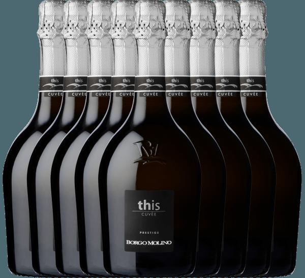 Mit dem Borgo Molino 9er Paket Cuvee This Brut kommt ein erstklassiger Schaumwein ins Weinglas. Hierin offeriert er eine wunderbar brillante, platingelbe Farbe. Die Perlung dieses Schaumweins glänzt im Glas ungemein fein, elegant und lang anhaltend. In der Mitte geht der Ton über in eine ausdrucksstarke Farbe. Gibt man ihm im Glas durch Schwenken etwas Luft, so zeichnet sich dieser Schaumwein durch eine herrliche Brillanz aus, die ihn schwungvoll im Glas tanzen lässt. Der 9er Paket Cuvee This Brut von Borgo Molino ist perfekt für alle Weinenthusiasten, die es trocken mögen. Dabei zeigt er sich aber nie karg oder spröde, sondern rund und geschmeidig. Das Finale dieses Schaumweins aus der Weinbauregion Venetien besticht schließlich mit beachtlichem Nachhall. Der Abgang wird zudem von mineralischen Anklängen der von Kies und Mergel dominierten Böden begleitet. Vinifikation des 9er Paket Cuvee This Brut von Borgo Molino Grundlage für den eleganten 9er Paket Cuvee This Brut aus Venetien sind Trauben aus den Rebsorten Glera und Riesling. In Venetien wachsen die Reben, die die Trauben für diesen Wein hervorbringen auf Böden aus Sand, Kies und Mergel. Der 9er Paket Cuvee This Brut ist ein Alte Welt-Wein durch und durch, denn dieser Italiener atmet einen außergewöhnlichen europäischen Charme, der ganz klar den Erfolg von Weinen aus der Alten Welt unterstreicht. Nach der Lese werden die Trauben zügig ins Presshaus gebracht. Hier werden sie sortiert und behutsam gepresst. Anschließend erfolgt die Gärung der Grundweine. Speiseempfehlung zum Borgo Molino 9er Paket Cuvee This Brut Dieser Schaumwein aus Italien sollte am besten gut gekühlt bei 8 - 10°C genossen werden. Er passt perfekt als Begleiter zu Omelett mit Lachs und Fenchel, fruchtiger Endiviensalat oder Gemüsesalat mit roter Beete.
