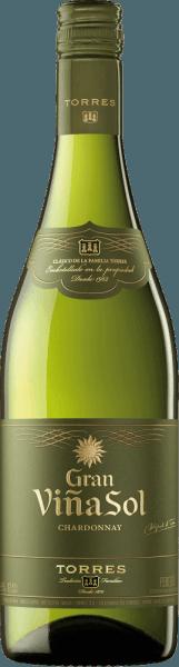 Der Gran Viña Sol Chardonnay von Miguel Torres erstrahlt in einem hellen Strohgelb mit grünlich-goldenen Reflexen im Glas. Die Nase wird von einem eleganten, opulenten Bouquet mit fruchtigen Noten nach reifen Äpfeln, Birnen, Pfirsichen und floralen Aromen nach Lindenblüten sowie dem charakteristischen Hauch von Fenchel (Anis) erfüllt. Der Gaumen des Gran Viña Sol bringt Ausgewogenheit, Komplexität und Weichheit mit jeder Menge eleganter Fülle zum Ausdruck. Sanfte Vanillenoten dominieren den Geschmack und erinnern an die kurze Reife im Eichenfass. Ein seidiger und persistenter Nachhall mit zarter Balance von üppigem Schmelz und frischer Säure krönt diesen trockenen Weißwein. Vinifikation des Miguel Torres Gran Vina Sol Die beiden Rebsorten Parellada (15%) und Chardonnay (85%) werden separat vinifziert. Nach der kalten Vergärung wird ein kleiner Anteil des Chardonnay für fünf Monaten in neuen Fässern aus französischer Limousin-Eiche gelagert. Der Rest des Chardonnays sowie die Rebsorte Parellada werden im Stahltank ausgebaut. Erst kurz vor der Flaschenabfüllung werden die beiden Rebsorten vereint. Speiseempfehlung für den Gran Viña Solvon Torres Wir empfehlen diesen herrlichen spanischen Weißwein aus Katalonien zu Fisch, gratinierten Austern, Paella mit Meeresfrüchten, Putenfleisch, Hühnchen, Salaten mit Sahnedressing oder feinem Frischkäse. Auszeichnungen für den Torres Gran Viña Sol International Wine Challenge (IWC): Bronze für 2016