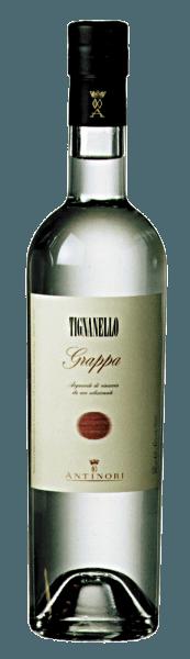 Die Grappa Tignanello von Marchesi Antinori glänzt glasklar, an der Nase die rebsortentypischen Aromen der Sangiovese und Cabernet-Trauben, am Gaumen weich, warm, fruchtig, mit langem, gefälligem Abgang. Herstellung der Grappa Tignanello von Marchesi Antinori Diese feine und aromatische Grappa wird aus dem Trester der Trauben gebrannt, die aus dem Weinberg Tignanello für den gleichnamigen Wein gelesen werden. Der vergorene Trester wird umgehend nach dem Abzug des Weins aus den Behältern und der entsprechenden Pressung der Trauben in die Destille gebracht. Dadurch wird nur der hochwertigste Trester verwendet, reich an Alkohol und vor allem an aromatischen Inhaltsstoffen. Von den aus den verschiedenen Tresterchargen destillierte Grappa werden nur die besten, feinsten und aromatischsten Destillate vermählt und als Grappa Tignanello abgefüllt. Grappa Tignanello ist in limitierten Mengen verfügbar. Servierempfehlungen für die Grappa Tignanello von Marchesi Antinori Genießen Sie diese feine Tignanello Grappa als Digestif nach einem schönen Essen, zu Weihnachten oder zu einem besonderen Anlass, eventuell sogar als krönenden Abschluss nach einem Essen, welches mit Tignanello begleitet wurde.