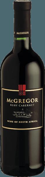 Dieser mächtige und intensive Rotwein besitzt dank Holzfassreife eine schöne Würze und ein zartes Tanningerüst. Der Ruby Cabernet von McGregor ist trocken und elegant, dennoch saftig und vollmundig. Servieren Sie ihn zum Beispiel zu Geflügelgerichten, Lamm und pikantem Käse.