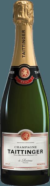 Der Champagner Brut Réserve von Champagne Taittinger ist ein lebendiger, harmonischer Schaumwein aus den klassischen Champagner-Rebsorten Pinot Noir (40%), Chardonnay (40%) und Pinot Meunier (20%). Im Glas schimmert dieser Schaumwein in einem strahlenden Hellgold und brilliertmit einer feinen Perlage und einem zarten sowie anhaltenden Mousseux. Das frische Bouquet ist gezeichnet von duftigen Noten nach reifen Mirabellen, knackigen Äpfeln, Mandeln und kandierter Zitronenschale. Unterlegt werden die Aromen der Nase von fein mineralischen Anklängen. Am Gaumen ist dieser Champagner saftig und frisch mit einer wundervoll lebendigen Charakter. Die aromatische Frucht bietet mit der vitalen Säure ein perfektes Zusammenspiel. Das seidige Finale besitzt eine wunderbar angenehme Länge. Vinifikation des Champagne Taittinger Brut Réserve Aus unterschiedlichen Lagen und Weinbergen des Anbaugebiets Champagne stammen die Trauben für diesen herrlichen Schaumwein. Die Lese wird ausschließlich von Hand vorgenommen und das Lesegut wird umgehend in den Weinkeller gebracht. Dort werden die Trauben im Ganzen behutsam gepresst. Die Moste werden anschließend im Edelstahltank vergoren unddie jungen Herkunftsweine werden mit ausgesuchten Reserveweinen vorausgegangener Jahrgänge zur Réserve-Grundweincuvée vermählt. Für die zweite Gärung wird unter Zugabe der Fülldosage (Hefe und Zucker) der Grundwein in Flaschen gefüllt und in dem Weinkeller von Taittinger zu Reife gelegt.Durch regelmäßiges Rütteln und Drehen sammelt sich allmählich die Hefe, die sich anfangs am Boden befand, im Flaschenhals. Abschließend wird dieser Champagner degorgiert. Dabei wird der Hefepfropf im Flaschenhals eingefroren und die Flasche geöffnet. Die Fehlmenge, die durch das Öffnen entsteht, wird mit einer Versanddosage (Zucker und Wein) aufgefüllt. Speiseempfehlung für denTaittinger Champagner Brut Réserve Dieser Schaumwein aus Frankreich ist ein sehr feiner Aperitif vor jedem Menü sowie zu allen festlichen Anlässen um d