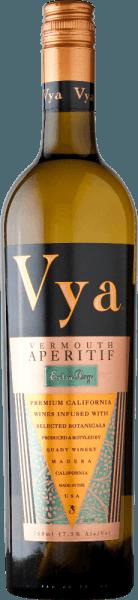 Vya Vermouth extra dry von Quady Winery präsentiert sich in einem dunklen Goldgelb. Dieser amerikanische Wermut überzeugt die Nase und den Gaumen mit floralen Aromen - angefangen von Lavendel über roten Klee bis hin zu Benediktenkraut und Enzian. Für diesen Wermut werden insgesamt 15 unterschiedliche getrocknete Blüten und Blätter verwendet. Servierempfehlung für den Quady Vya Vermouth extra dry Für viele Festlichkeiten ist der Quady Vya Vermouth extra dry genau der richtige Aperitif. Auszeichnungen für den Vermouth extra dry Vya Wine Enthusiast: 90 Punkte und Best of the year 2016 San Francisco Chronicle Wine Competition:Silber Sunset International Wine Competition: Silber