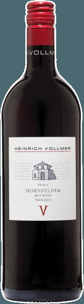 Der elegante Dornfelder QbA von Weingut Heinrich Vollmer kommt mit leuchtendem Purpurrot ins Glas. Im Glas offeriert dieser Rotwein von Weingut Heinrich Vollmer Aromen von Pflaumen, Schattenmorellen, Heidelbeeren, Brombeeren und Maulbeeren, ergänzt um weitere fruchtigen Nuancen. Der Weingut Heinrich Vollmer Dornfelder QbA präsentiert sich dem Weintrinker herrlich trocken. Dieser Rotwein zeigt sich dabei nie grobschlächtig oder karg, sondern rund und geschmeidig. Durch seine lebendige Fruchtsäure präsentiert sich der Dornfelder QbA am Gaumen außergewöhnlich frisch und lebendig. Im Abgang begeistert dieser Rotwein aus der Weinbauregion Pfalz schließlich mit guter Länge. Es zeigen sich erneut Anklänge an Heidelbeere und Schattenmorelle. Im Nachhall gesellen sich noch mineralische Noten der von Lehm und Vulkangestein dominierten Böden hinzu. Vinifikation des Weingut Heinrich Vollmer Dornfelder QbA Dieser balancierte Rotwein aus Deutschland wird aus der Rebsorte Dornfelder gekeltert. Die Trauben wachsen unter optimalen Bedingungen in der Pfalz. Die Reben graben hier ihre Wurzeln tief in Böden aus Lehm und Vulkangestein. Nach der Weinlese gelangen die Weintrauben zügig in die Kellerei. Hier werden sie selektiert und behutsam gemahlen. Anschließend erfolgt die Gärung im Edelstahltank bei kontrollierten Temperaturen. Nach ihrem Ende kann sich der Dornfelder QbA für einige Monate auf der Feinhefe weiter harmonisieren.. Speiseempfehlung zum Weingut Heinrich Vollmer Dornfelder QbA Genießen Sie diesen Rotwein aus Deutschland am besten temperiert bei 15 - 18°C als begleitenden Wein zu Zitronen-Chili-Hühnchen mit Bulgur, Entenbrust mit Zuckerschoten oder Lammragout mit Kichererbsen und getrockneten Feigen.