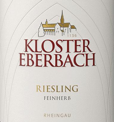 Der Riesling feinherb von Kloster Eberbach ist ein wundervoller, rebsortenreiner Weißwein aus dem deutschen Weinanbaugebiet Rheingau. Im Glas schimmert dieser Wein in einem klaren Strohgelb mit glitzernden Highlights. Das fruchtig-frische Bouquet offenbart Aromen nach Zitrusfrüchten und saftigen Pfirsichen. Dazu gesellen sich Anklänge nach reifem Kernobst und ein mineralischer Hauch. Am Gaumen dominiert die süßliche Frucht mit vegetabilen, kräutrigen Noten. Die mineralischen Anklänge der Nase harmonieren wundervoll mit der feinen Säure. Das Finale wird von einem süßlichen Nachhall begleitet. Speiseempfehlung für den Kloster Eberbach Riesling feinherb Genießen Sie diesen halbtrockenen Weißwein aus Deutschland zur asiatischen und indischen Küche. Oder reichen Sie diesen Wein zu allerlei Wurst- und Schinkenspezialitäten.