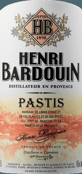 """Der Pastis Henri Bardouin von Distilleries et Domaines de Provence ist ein Pastis, wie er provenzalischer nicht sein könnte. Nur die Essenz des Sternanis, verfeinert mit rund 65 Naturkräutern und Gewürzen, findet man in diesen edlen Tropfen und die Naturkräuter und Gewürze verleihen ihm die feine, so unverkennbar andere Gewürz- und Kräuternote, die man heute eigentlich nur noch bei hausgemachtem Pastis findet. Die geheimen Zutaten werden rigoros nach ihren aromatischen Qualitäten sortiert. Man kann den Pastis zum Essen und auch mit eiskaltem Wasser zu sich nehmen. Purer Genuss für Südfrankreichliebhaber! Der Pastis hat kein Mindesthaltbarkeitsdatum. Bei längerer Lagerung wird er leicht dunkler bzw. brauner. Vermeiden Sie beim Bardouin Pastis Temperaturen über 25 °C und niedriger als 10°C. Der Pastis sollte auf keinen Fall in den Kühlschrank gestellt werden.Der Louche-Effekt tritt beim Pastis Henri Bardouin natürlich auch ein. Bei starker Kühlung trübt sich das Anisée-Getränk. Das liegt an den ätherischen Ölen welche sich zwar in Alkohol, aber nicht in Wasser lösen. Je trüber der Pastis dann ist, umso mehr Anis ist enthalten. Der Pastis ist gelblich-braun, besitzt grünliche Reflexe durch seine wunderbaren Kräuter. Er ist klar und brillant. Es steigen einem sofort Pflanzenaromen und exotische Gewürze wie Kardamom, Ingwer und Tonka in die Nase. Nach einem intensiven, fast überraschenden """"Angriff"""" von exklusiven Gewürzen folgt die Wärme und Wohligkeit des Wermuts und es breitet sich eine komplexe Aromenvielfalt im gesamten Mundraum aus, ohne übertrieben zu wirken. Der Pastis hat einen langen Abgang, wirkt jedoch nicht aufdringlich. Aromen von Zimt, Pfeffer, Muskat und Ingwer spielen sich in den Vordergrund. Auszeichnungen für den Bardouin Pastis Concours Général Agricole de Paris: Goldmedaille International Wine & Spirit Competition: Goldmedaille Speiseempfehlung für den Pastis Grand Cru Henri Bardouin Henri Bardouins Spezialität eignet sich auf Grund seiner Feinheit wu"""