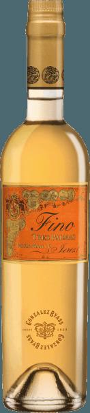 Die Palomino Fino Trauben für den rebsortenreinen, fülligen und geschmeidigenTres Palmas von Gonzalez Byass wachsen im spanischen Weinanbaugebiet DO Jerez. Im Glas besitzt dieser Wein ein dunkles Gold mit grünlich-goldenen Glanzlichtern. Sehr intensiv und mit kraftvollem Bouquet nimmt dieser Sherry die Nase ein - es offenbaren sich klassisch-würzige Aromen nach vielen Nüssen, frische Brotkruste und Anklänge nach getrockneten Kräutern. Auch am Gaumen überzeugt dieser Sherry mit Kraft und einem trockenen, dichten und harmonischen Körper. Durch die Hefe der Fassreife, gewinnt der Byass Tres Palmas an einer präsenten Fülle und Geschmeidigkeit. Der angenehm lange Nachhall wird von nussigen Nuancen begleitet. Vinifikation desGonzalez Byass Tres Palmas Fino Im September werden die Palomino Fino Trauben sorgsam gelesen, umgehend in den Weinkeller von Gonzalez Byass gebracht und dort sanft gepresst. Bei niedrigen Temperaturen wird dieser Sherry vergoren und anschließend auf 15,5 Volumenprozent aufgespritet und inTio-Pepe-Solera gelegt. Für 10 Jahre reift dieser Sherry in den Holzfässern aus amerikanischer Eiche und wird nach dieser Reifezeit unfiltriert und ungeschönt von Hand auf die Flasche gefüllt. Speiseempfehlung für den Tres Palmas Byass Fino In einem kleinen Weinglas kann dieser Sherry am besten seine Aromenvielfalt offenbaren. Genießen Sie diesen Wein gerne Solo oder servieren Sie diesen zu kräftigen Wildgerichten oder gebratenem Thunfisch. Auszeichnungen für den Fino Tres Palmas Gonzalez Byass Robert M. Parker - Wine Advocate: 93 Punkte Wine Spectator: 92 Punkte (vergeben Dezember 2017)