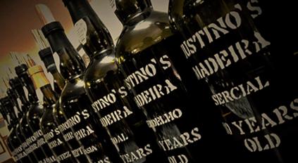 Madeira-Wein in seinen klassischen Flaschen