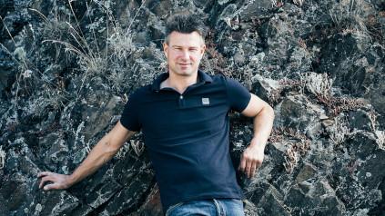 Tim Schäfer-Fröhlich leitet die Geschicke auf dem Weingut in Bockenau