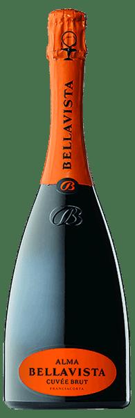 Im Glas offeriert der Alma Gran Cuvée brut Franciacorta aus dem Hause Bellavista eine brillant schimmernde goldgelbe Farbe. Die Perlage dieses Spumante glänzt im Glas ungemein fein, elegant und lang anhaltend. In der Mitte geht der Ton über in eine ausdrucksstarke Farbe. Gibt man ihm im Glas durch Schwenken etwas Luft, so zeichnet sich dieser Spumante durch eine ungemeine Brillanz aus, die ihn lebendig im Glas tanzen lässt. Im Glas präsentiert dieser Spumante von Bellavista Aromen von Kirschblüten, Äpfel, Veilchen, Nashi-Birne und Lilien, ergänzt um orientalische Gewürze, Lebkuchen-Gewürz und Zimt. Dieser trockene Spumante von Bellavista ist ideal für Weintrinker, die es absolut trocken mögen. Der Alma Gran Cuvée brut Franciacorta kommt dem bereits recht nah, wurde er doch mit gerade einmal 7,8 Gramm Restzucker gekeltert. Leichtfüßig und komplex präsentiert sich dieser schmelzige und knackig Spumante am Gaumen. Durch seine vitale Fruchtsäure präsentiert sich der Alma Gran Cuvée brut Franciacorta am Gaumen herrlich frisch und lebendig. Das Finale dieses reifungsfähigen Spumante aus der Weinbauregion Lombardei, genauer gesagt aus Franciacorta DOCG, besticht schließlich mit beachtlichem Nachhall. Der Abgang wird zudem von mineralischen Anklängen der von Kalkstein und Kies dominierten Böden begleitet. Vinifikation des Bellavista Alma Gran Cuvée brut Franciacorta Grundlage für den eleganten Alma Gran Cuvée brut Franciacorta aus Lombardei sind Trauben aus den Rebsorten Chardonnay, Pinot Blanc und Pinot Noir. Die Trauben wachsen unter optimalen Bedingungen in der Lombardei. Die Reben graben hier ihre Wurzeln tief in Böden aus Kalkstein und Kies. Offensichtlich wird der Alma Gran Cuvée brut Franciacorta auch von mehr als nur dem Boden Franciacorta DOCG bestimmt. Dieser Italiener kann im wahrsten Sinne des Wortes als Wein der Alten Welt bezeichnet werden, der sich außerordentlich eindrucksvoll präsentiert. Wenn die perfekte physiologische Reife sichergestellt ist werden die 