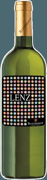 Die Lenz Weißwein Cuveé vom Weingut Ritterhof strahlt im Glas in einem hellen Gelb und vermittelt bereits mit seiner Farbe und seinem Bouquet einen leichten und unbeschwerten Eindruck von Frühling und Sommer. Es entfalten sich herrliche Aromen von Apfelblüten, Blumen und frischen Gräsern. Dieser elegante und ausgewogene Weißwein aus dem Südtirol begeistert am Gaumen mit seinem frischen und unkomplizierten Charakter, seiner anregenden Säure und dem lebendigen Eindruck. Eine rundum saftige und harmonische Weißweincuvée. Vinifikation für die Lenz Weißwein Cuveé Dieser Weißwein wird aus den Rebsorten Chardonnay, Müller-Thurgau und Goldmuskatteller vinifiziert. Die Rebstöcke für diese Cuvée wurzeln auf den sonnigen Hügeln des Überetsches und Unterlandes. Die verschiedenen Rebsorten werden getrennt voneinander bei einer kontrollierten Temperatur von 20° Celsius in Edelstahltanks vergoren. Speiseempfehlung für die Lenz Weißwein Cuveé Genießen Sie diese trockenen Cuvée als Aperitif, zu leichten Vorspeisen, Pasta und Risotto oder Fisch.
