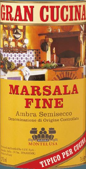 Der Marsala Fine Gran Cucina Marsala DOC von Baglio Curatolo Arini aus Marsala ist ein traditioneller sizilianischer Likörwein, harmonisch weich im Geschmack und von schöner aromatischer Würze, eine unverzichtbare Zutat zum Verfeinern von einigen klassischen Gerichten der italienischen Küche und Desserts. Herstellung des Marsala Fine Gran Cucina von Baglio Curatolo Arini Für die Herstellung von Marsala werden traditionell die autochtonen sizilianischen Rebsorten Grillo, Cataratto und Inzolia zusammen vinifiziert und mit Alkohol verstärkt. Der Marsala Fine muss mindestens 1 Jahr im Holzfass reifen. Empfehlungen für den Marsala Fine Gran Cucina Wer kennt Sie nicht, die Scaloppine al Marsala, Tagliatelle alla Siciliana oder den Klassiker Zabaione? Die besondere Note dieser herrlichen Zubereitungen ist allein dem Marsala Fine zu verdanken!