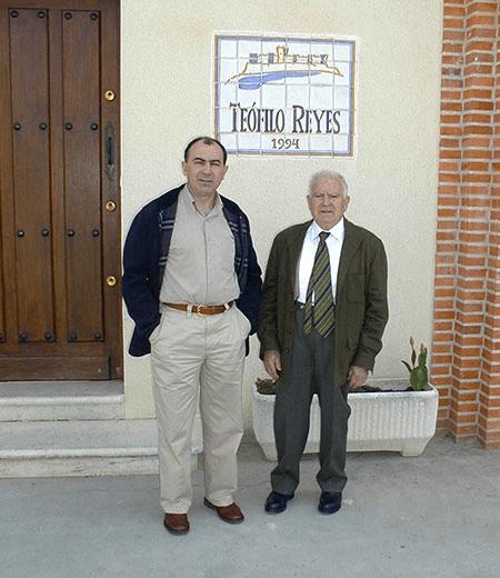 Sohn Juan Jose mit seinem Vater Teofilo Reyes