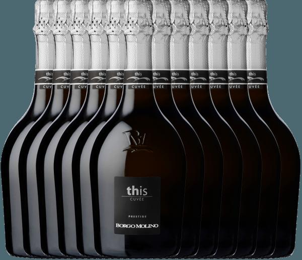 Mit dem Borgo Molino 12er Paket Cuvee This Brut kommt ein erstklassiger Schaumwein ins Glas. Hierin offeriert er eine wunderbar brillante, platingelbe Farbe. Das Perlenspiel dieses Schaumweins glänzt im Glas ungemein fein, elegant und lang anhaltend. Die Farbe dieses Weißweins zeigt im Zentrum zudem Reflexe. Beim Schwenken des Glases zeichnet sich dieser Schaumwein durch eine herrliche Brillanz aus, die ihn behende im Glas tanzen lässt. Dieser trockene Schaumwein von Borgo Molino ist genau das Richtige für Weintrinker, die ihren Wein gerne trocken trinken. Das Finale dieses reifungsfähigen Schaumweins aus der Weinbauregion Venetien besticht schließlich mit beachtlichem Nachhall. Der Abgang wird zudem von mineralischen Noten der von Mergel und Kies dominierten Böden begleitet. Vinifikation des Borgo Molino 12er Paket Cuvee This Brut Grundlage für die erstklassige und wunderbar elegante Cuvée 12er Paket Cuvee This Brut von Borgo Molino sind Glera und Riesling Trauben. Die Trauben wachsen unter optimalen Bedingungen in Venetien. Die Reben graben hier ihre Wurzeln tief in Böden aus Sand, Kies und Mergel. Der 12er Paket Cuvee This Brut ist ein Alte Welt-Wein durch und durch, denn dieser Italiener atmet einen außergewöhnlichen europäischen Charme, der ganz klar den Erfolg von Weinen aus der Alten Welt unterstreicht. Im Anschluss an die Lese werden die Trauben umgehend ins Presshaus gebracht. Hier werden sie selektiert und behutsam gepresst. Nun folgt die Gärung der Grundweine. Speiseempfehlung für den 12er Paket Cuvee This Brut von Borgo Molino Genießen Sie diesen Schaumwein aus Italien idealerweise gut gekühlt bei 8 - 10°C als Begleiter zu gebratene Forelle mit Ingwer-Birne, Spaghetti mit Joghurt-Minz-Pesto oder Spargelsalat mit Quinoa.